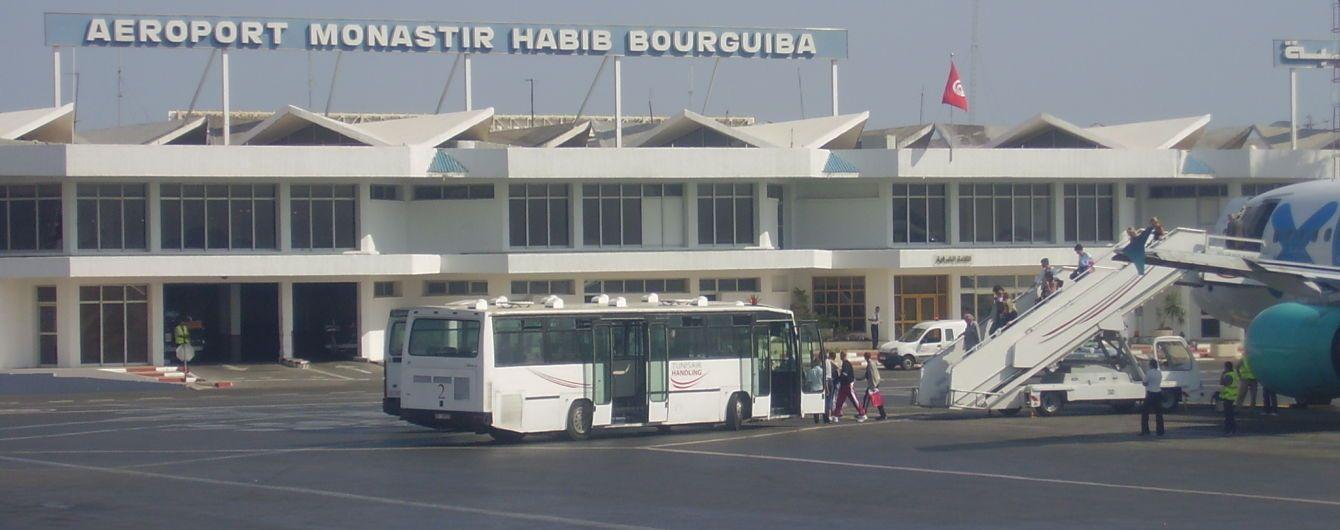 Юристи радять застряглим в аеропортах українцям позиватися на туроператорів і авіакомпанії