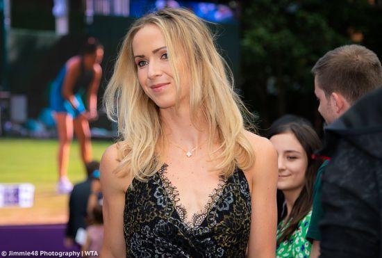 Світоліна у відвертій сукні відвідала вечірку гравців перед Wimbledon