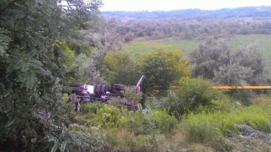 У Чернівцях бетоновоз вилетів з дороги й перекинувся, задавивши водія кабіною