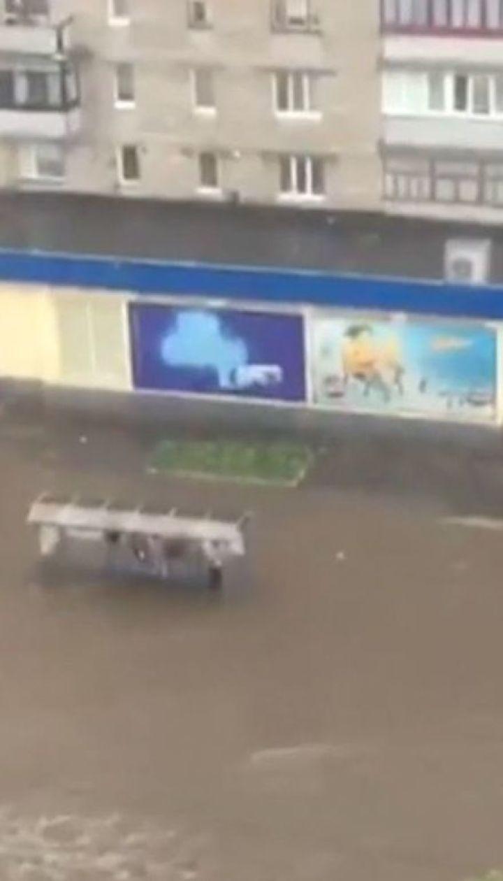 Непогода разгулялась в Украине. Более двух сотен населенных пунктов остались без света