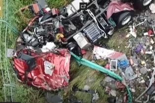 В Китае автобус столкнулся с грузовиком: 18 погибших