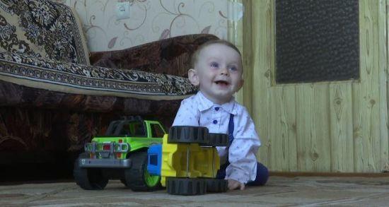 Шахрай обчистив банківський рахунок хворого малюка, якому українці збирали гроші на імплант