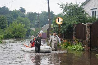 Злива в Чернігові загрожує місту затопленням нечистотами і перебоями з водою та світлом