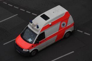У Німеччині автобус з майже півсотнею дітей виїхав на зустрічну смугу і врізався у швидку
