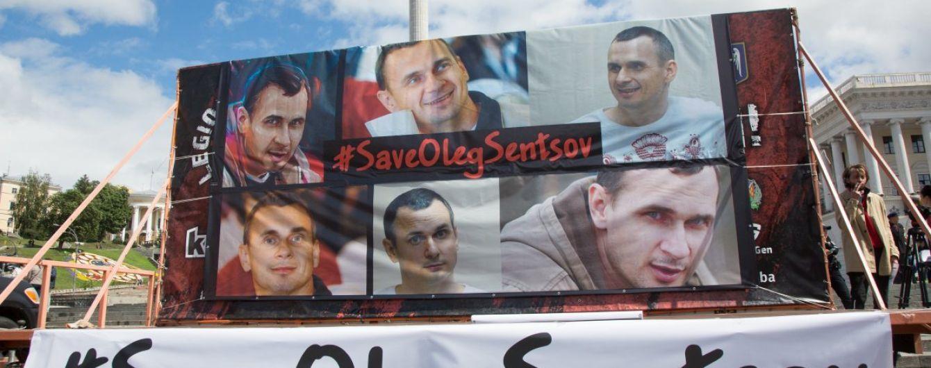 Увесь світ вимагає негайно звільнити Сенцова та інших політв'язнів - Порошенко