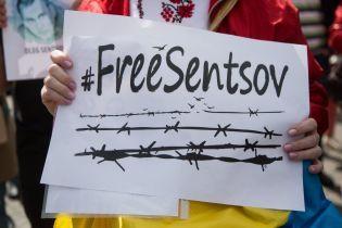 В центре Киева десятки людей вышли на акцию поддержки украинских пленников Кремля
