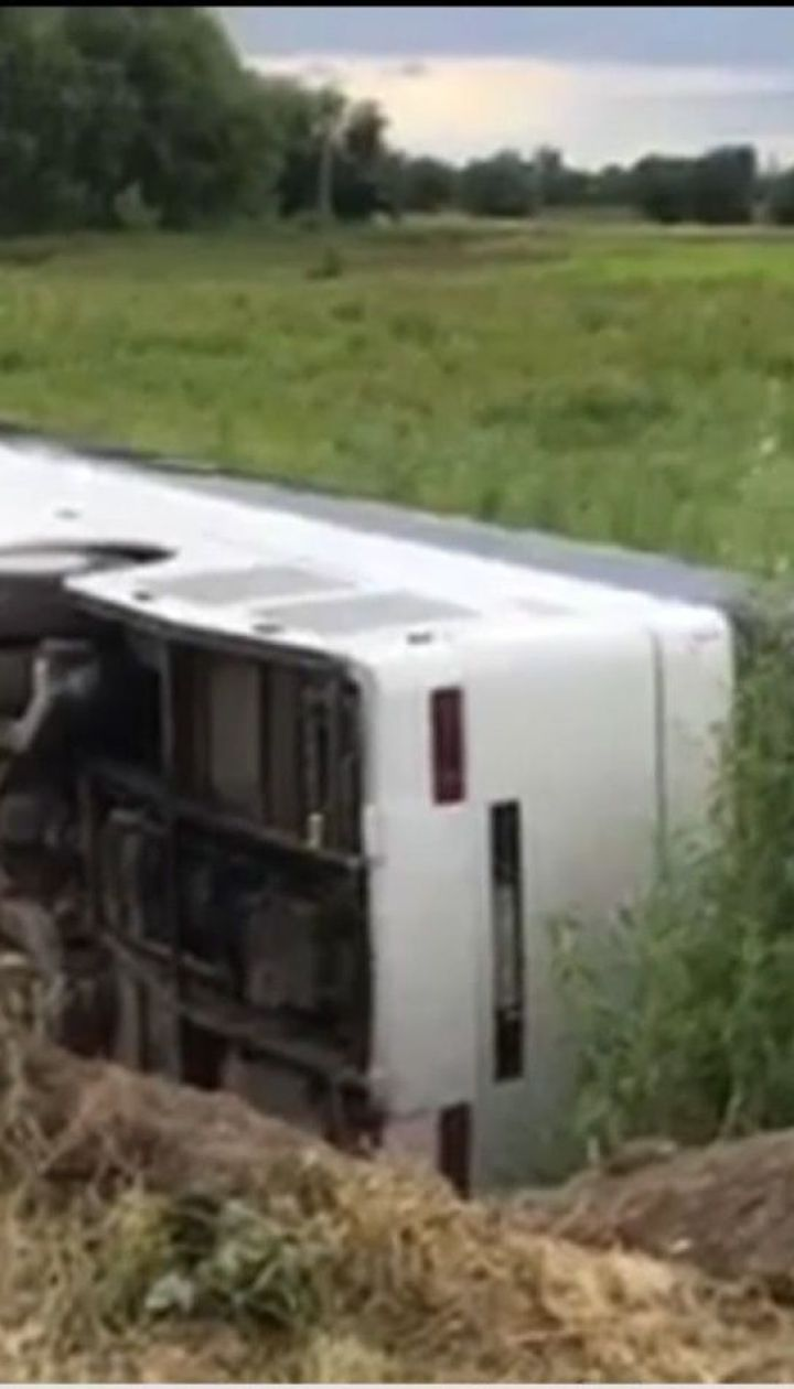 На Ровенщине перевернулся переполненный автобус