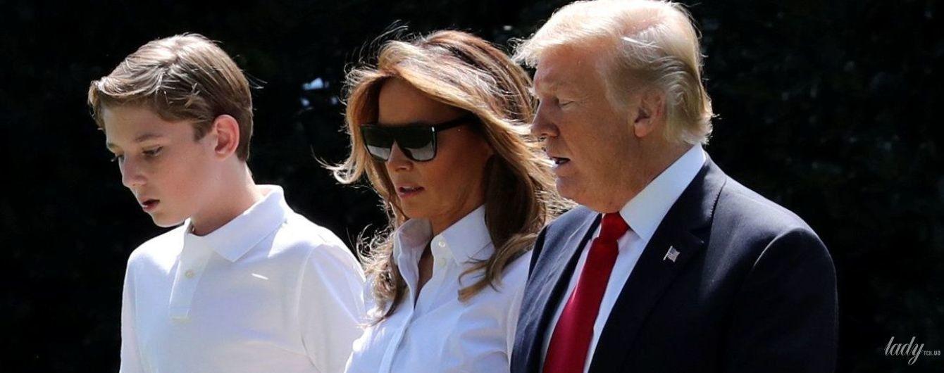В брюках с цветочным принтом и ярких туфлях: стильный образ Мелании Трамп