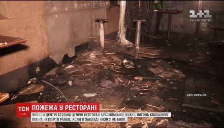 Нічна пожежа: у Києві вигоріла тераса ресторану бразильської кухні