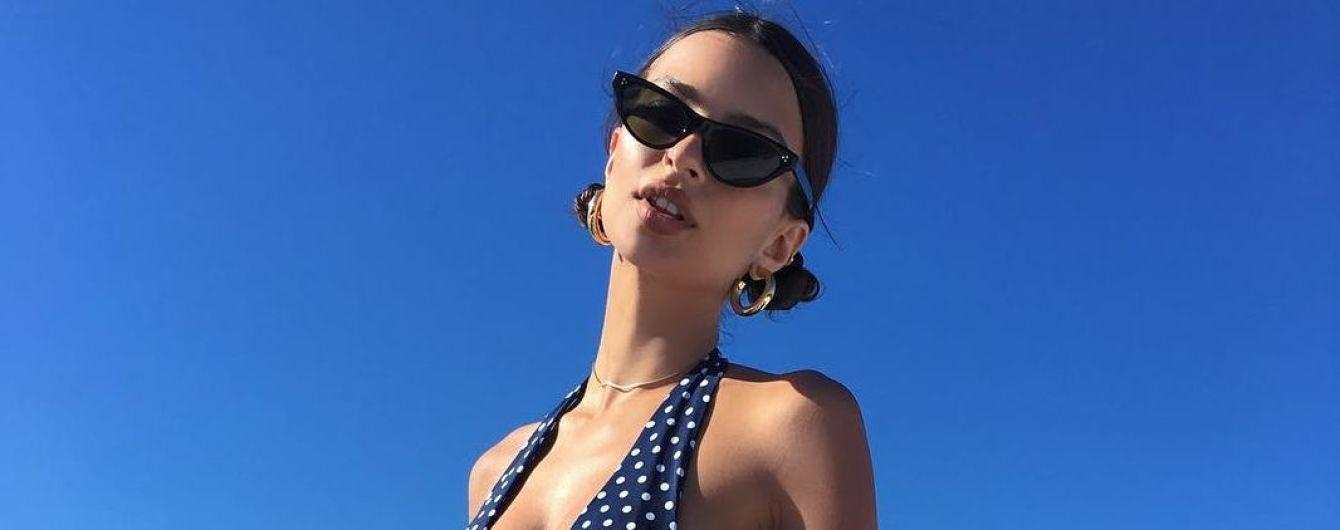 Відпочиває у Греції: Емілі Ратаковскі  у відвертому бікіні похвалилася сексуальною фігурою