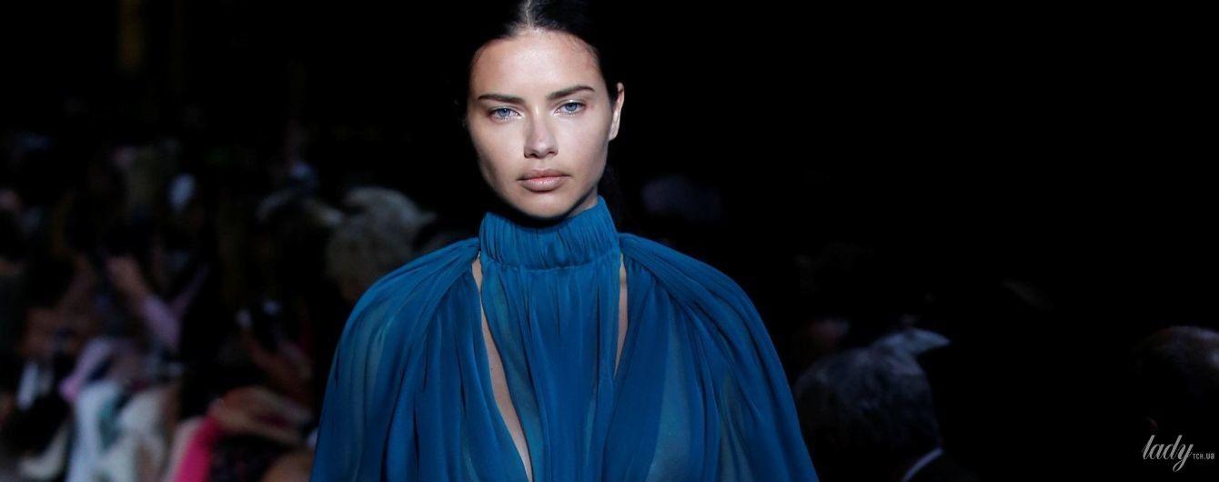 В прозрачном наряде и без белья: Адриана Лима на шоу в Париже