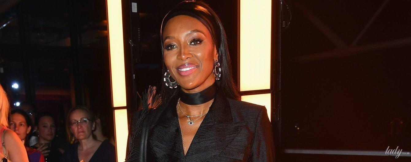 В черном костюме с бахромой: эффектная Наоми Кэмпбелл сходила на вечеринку в Париже