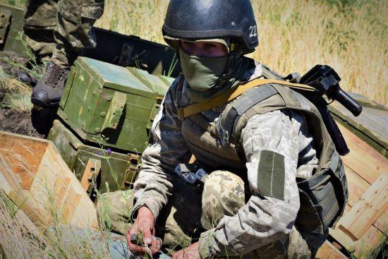 На передовій бойовики поранили трьох українських військових. Ситуація на Донбасі