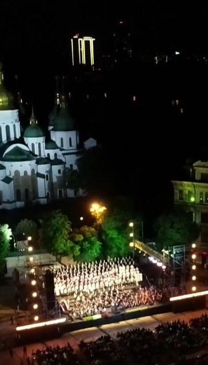 """Грандіозний концерт """"Шляхи дружби"""" відбувся на Софійській площі у Києві"""
