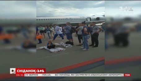 Тысячи украинцев не могут вылететь домой и на отдых из-за долгов туроператоров