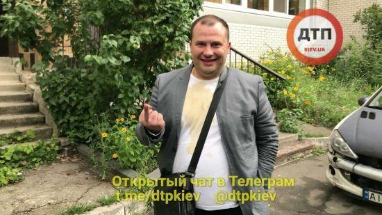 Пропонував поліцейським напитися. У Києві затримали нетверезого водія-працівника Верховного Суду