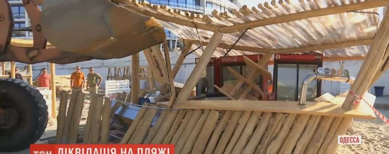В Одессе массово начали расчищать пляжи от самовольных застроек и засилья шезлонгов
