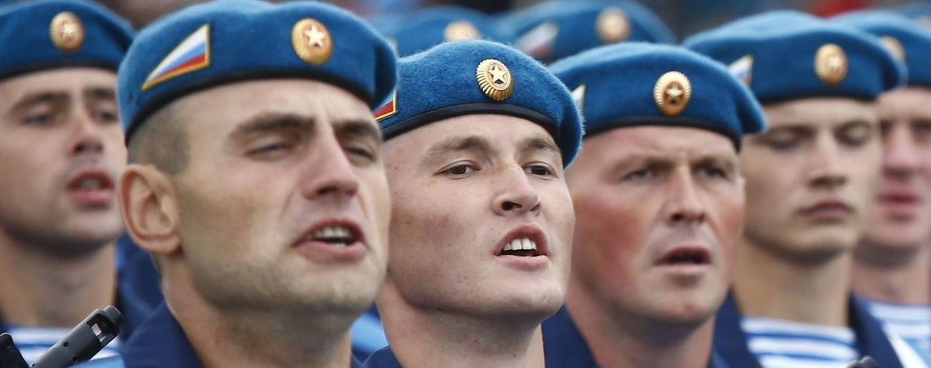 Під час параду до Дня незалежності Мінськом пройшли військові РФ, які окуповували Крим