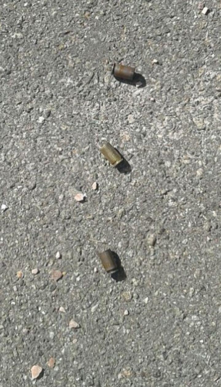 У центрі Києва невідомий розстріляв чоловіка біля ресторану
