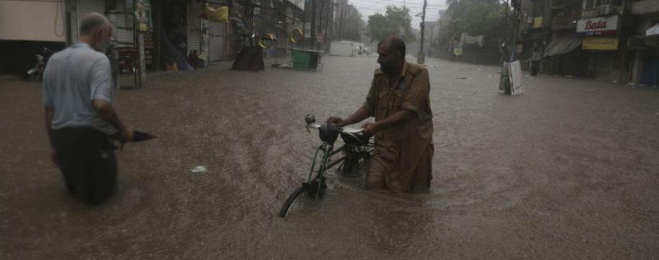У Пакистані сезон мусонів забрав на той світ 6 осіб