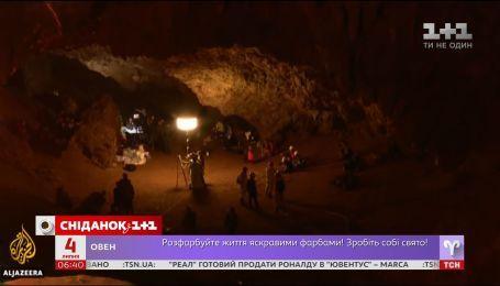 У затопленій печері Таїланду нарешті знайшли 13 учасників футбольної команди та тренера