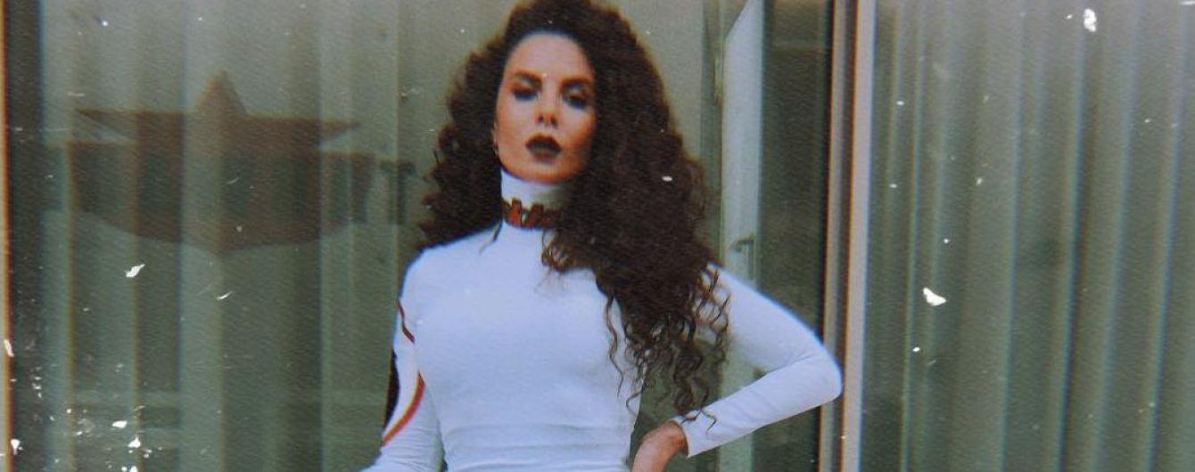 В мини-платье и с ярким макияжем: Настя Каменских блеснула перед поклонниками в сексуальном образе
