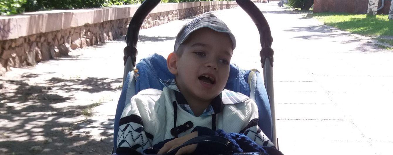 Мама двох синів Дмитра і Миколки просить фінансової допомоги у їхньому лікуванні