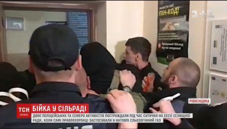 Девять человек пострадали во время драки на сессии поселкового совета на Ровенщине