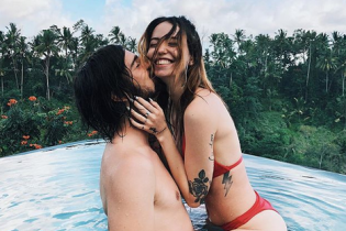 В бикини и на руках у мужа: Надя Дорофеева опубликовала милое фото с Бали