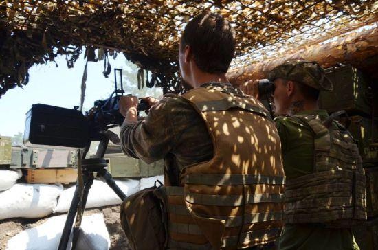 Бойовики продовжують гатити на передовій, поранили українського бійця. Ситуація на Донбасі