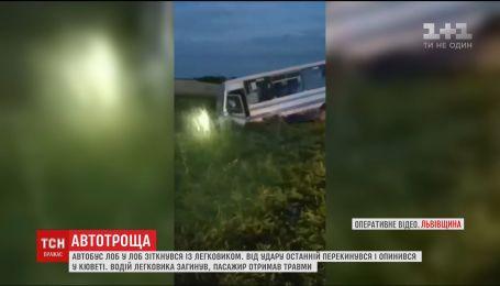 На Львівщині легковик зіткнувся з автобусом