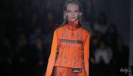 Резиновые сапоги и платья из фатина в коллекция Prada сезона осень-зима 2018-2019