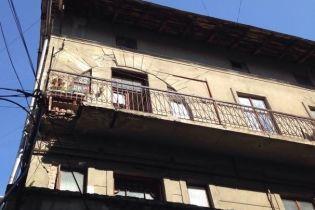 В Івано-Франківську обвалився балкон із пенсіонеркою