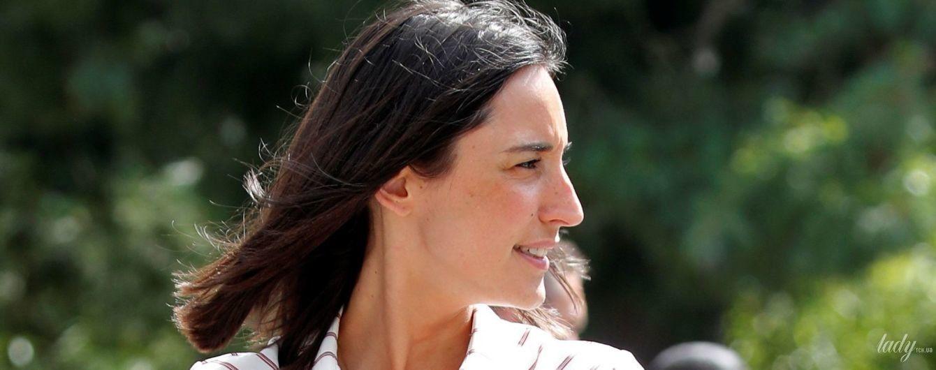Какая красотка: младший министр экологии Франции подчеркнула стройные ноги мини-платьем