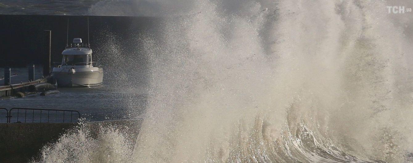 У Таїланді через шторм потонули одразу два кораблі із понад сотнею туристів