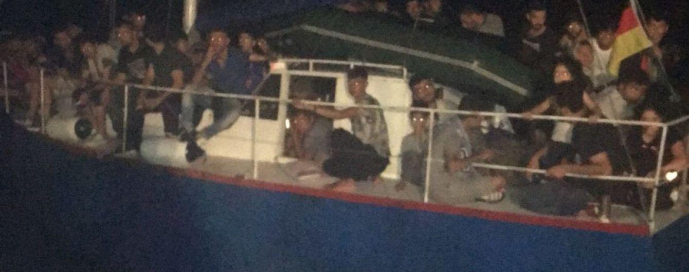 Українські прикордонники допомогли італійським правоохоронцям затримати яхту з 71 незаконним мігрантом