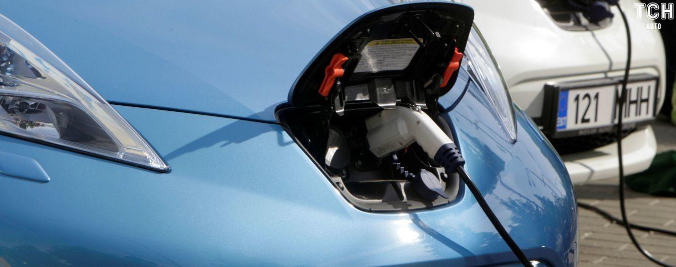 Tesla у трійці. З'явився рейтинг електромобілів, які обирають українці