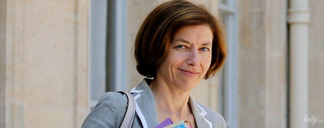 Министр обороны Франции Флоранс Парли в мини-юбке сверкнула стройными коленками