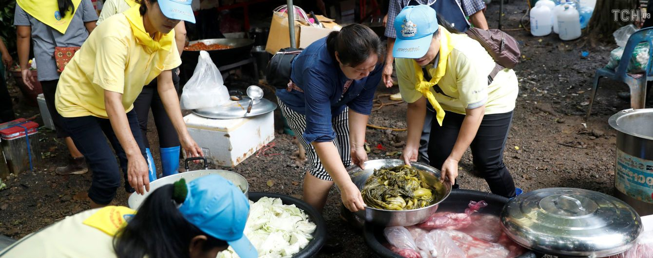 У Таїланді рятують застряглих у печері дітей. Усе, що слід знати про надскладну спецоперацію