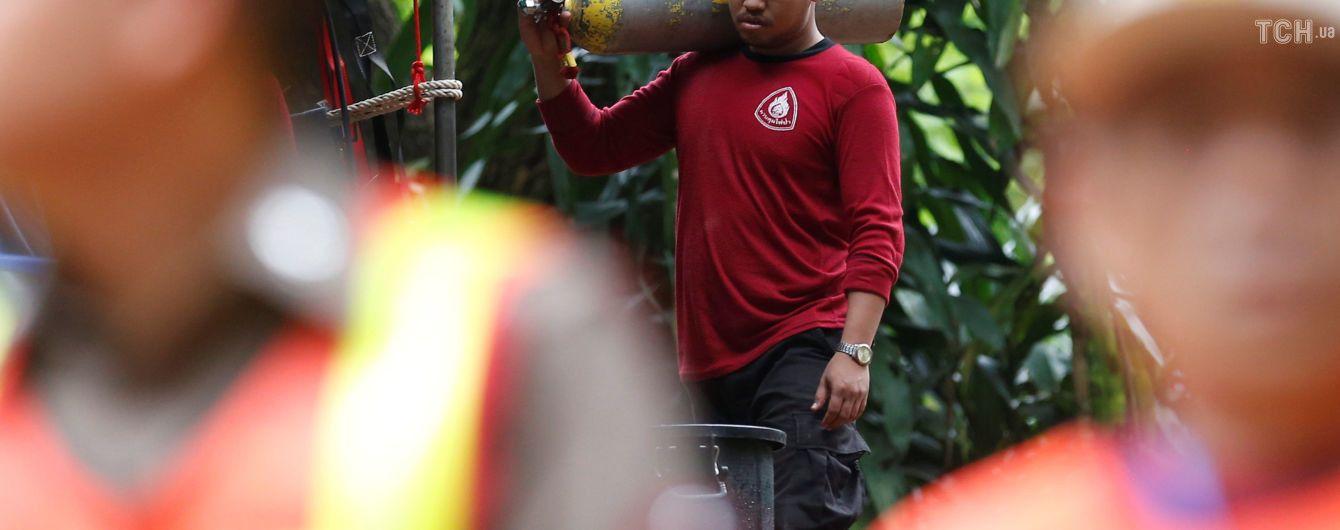 В Таиланде спасены еще трое застрявших в пещере подростков