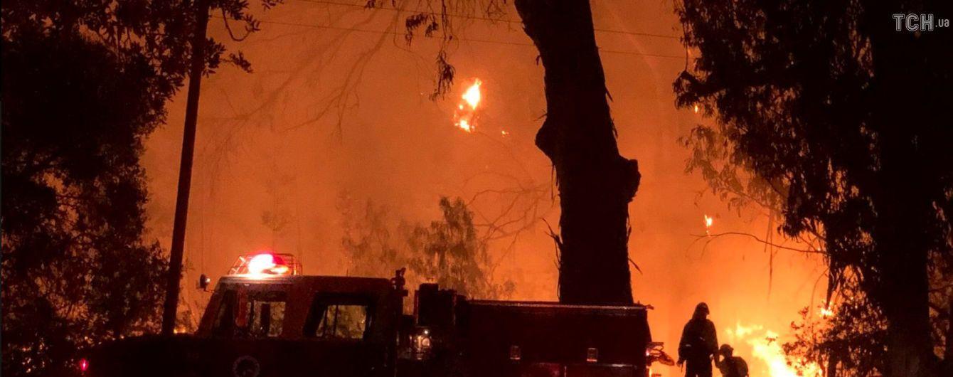 Мощный пожар в Канаде за несколько минут уничтожил десятки авто