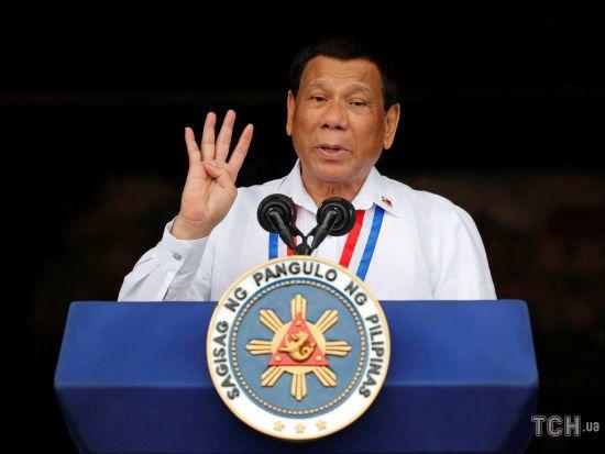 Скандальний президент Філіппін пообіцяв піти у відставку в обмін на докази існування Бога