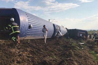 В Турции перевернулся поезд с более 350 пассажирами. Десять погибших