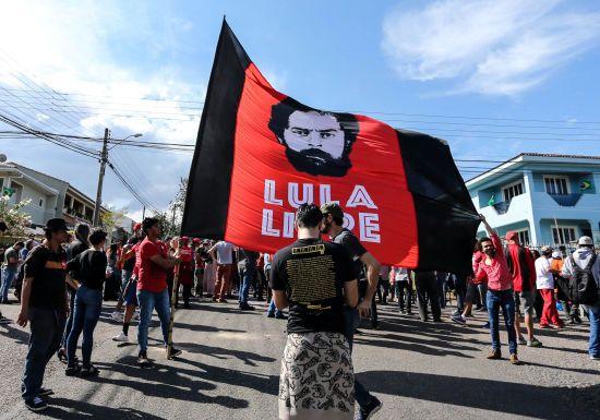 У Бразилії суд звільнив із в'язниці екс-президента і того ж дня скасував це рішення