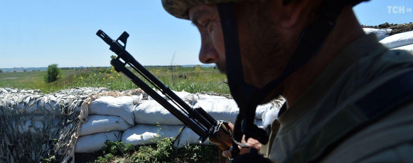 На передовой снова ранили украинского бойца. Ситуация на Донбассе