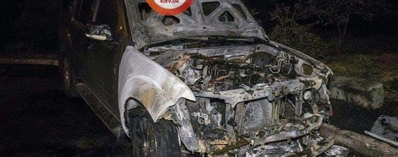 У Києві на Троєщині зафіксовано випадок підпалу автомобіля