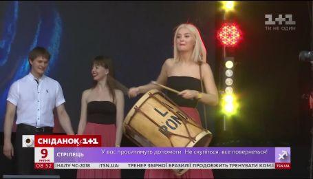 """Как актеры сериала """"Школа"""" развлекали гостей на сцене Atlas Weekend"""