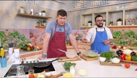 Олексій Тритенко та Руслан Сенічкін приготують страву за старим сімейним рецептом актора
