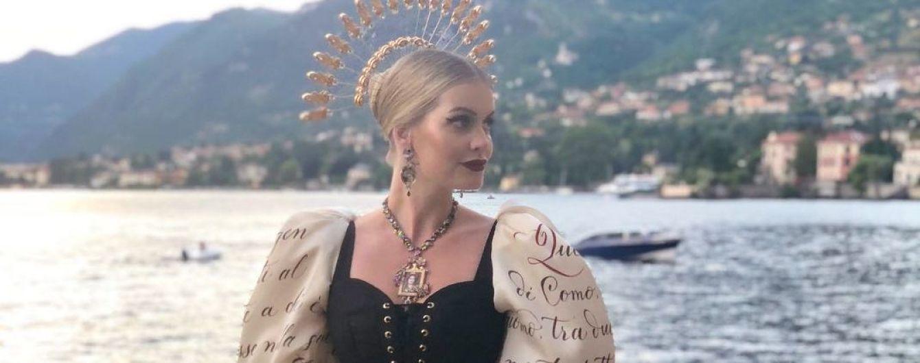 В пышном платье с корсетом: сестра британских принцев - Китти Спенсер открыла шоу Dolce & Gabbana