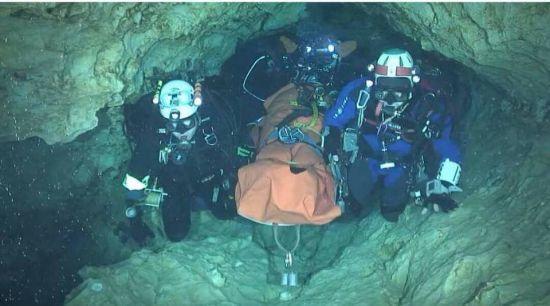 Врятованих із тайської печери юних футболістів відправлять у послушники до будистських монахів